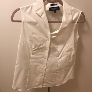 White easy care sleeveless shirt